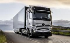 メルセデスベンツの燃料電池トラック、2027年の量産へ向けた公道走行テストの認可を取得