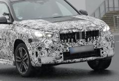 車名は「M35i」が濃厚…BMW X1 次期型、355馬力の高性能モデルを初スクープ