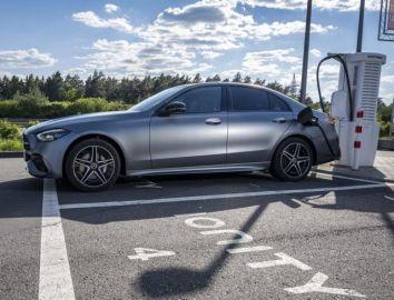 メルセデスベンツ Cクラス 新型にPHV、EVモードは最大111km…受注を欧州で開始