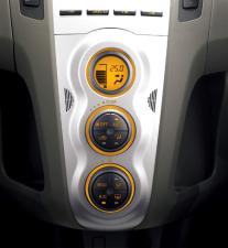トヨタ ヴィッツ F (2009年8月モデル)