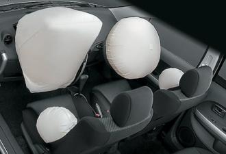 トヨタ イスト 1.3F Eエディション (2003年4月モデル)