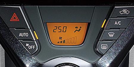 トヨタ iQ 130G (2012年5月モデル)