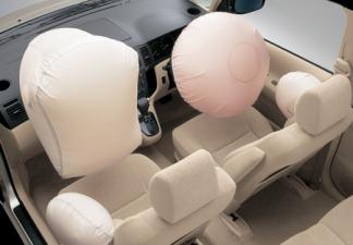 トヨタ カローラスパシオ X (2003年4月モデル)