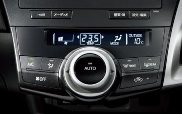 トヨタ プリウスα Sツーリングセレクション (2011年5月モデル)