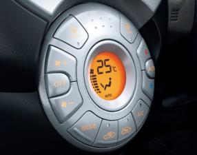 日産 マーチ 12S Vパッケージ (2011年6月モデル)