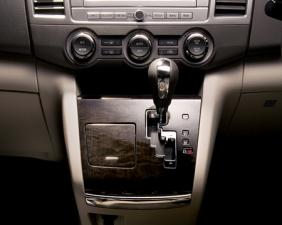マツダ MPV 23S Lパッケージ (2010年7月モデル)