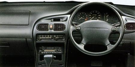 日本フォード レーザーセダン FE (1995年8月モデル)