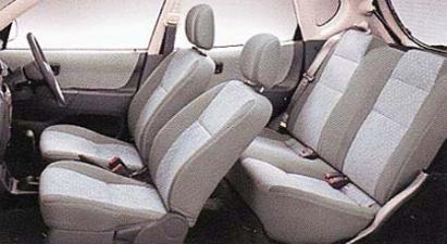 ダイハツ ストーリア CX (2000年5月モデル)