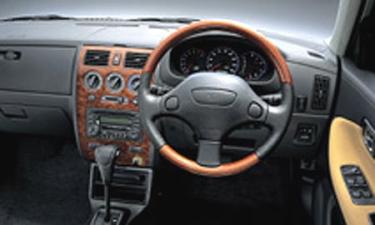 ダイハツ ストーリア 1.0CL (2001年12月モデル)