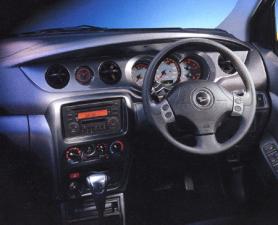ダイハツ YRV L (2002年12月モデル)