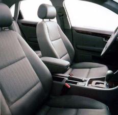 アウディ A4 1.8Tクワトロ (2001年11月モデル)