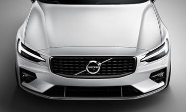 ボルボ V60 B4 モメンタム (2020年10月モデル)