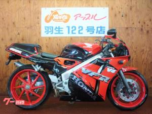 ホンダ/VFR400R 赤/黒カラー NC30 SANSEIマフラー V4エンジン搭載