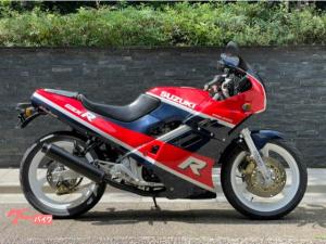 スズキ/GSX-R250 初期モデル イエローバルブ2眼ライト レッドxブルーツートンカラー 超高回転型4気筒エンジン 規制上限45馬力