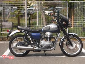 カワサキ/W650 ワイバンクラシックサイレンサー ビキニカウル装備
