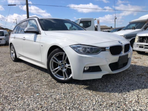 BMW 3シリーズ 320dツーリング Mスポーツ インテリジェントセーフティ アクティブクルーズコントロールバックカメラ 電動バックドア iDriveナビ HDDナビ ナビ Bカメラ ETC オートクルーズ キセノン 電動シート 電動リアゲート