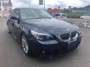 BMW 5シリーズ 525i Mスポーツ 専用グリル 本革M専用シート M専用ステアリング Mスポーツアルミホイール HIDライト シートヒーター装備 簡易ポリマー施工