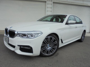 BMW 5シリーズ 530e Mスポーツ黒革イノベーションPデモカー認定中古車