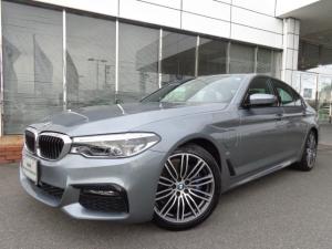 BMW 5シリーズ 530e MスポーツPHEV黒革19AWデモカー認定中古車