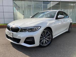 BMW 3シリーズ 318i Mスポーツ LEDヘッドライト ブラックレザーシート シートヒーター コンフォートアクセス 電動リヤゲート ワイヤレス充電 ウッドパネル 全方位カメラ 18AW 禁煙