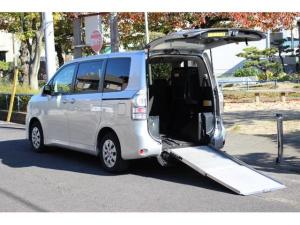 トヨタ ヴォクシー  X Lエディション ウェルキャブ スロープタイプII サードシート付/リア車高調整・電動ウインチ・車いす固定装置/両側パワースライドドア/キーレス/ナビ/バックカメラ/地デジ/8人乗り