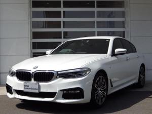 BMW 5シリーズ 523i Mスポーツ ハイラインパッケージ イノベーションPKG/禁煙車/黒革S/全周囲カメラ/HDDナビTV/シートH/Pシート/Pゲート/マッサージ機能/衝突軽減B/ACC/車線逸脱警告/ワイヤレスモバイルチャジャー/障害物センサー