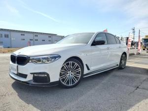 BMW 5シリーズ 523i Mスポーツ 黒革シート・地デジTV・ブラックグリル・カーボンスポイラー・ワンオーナー・Mパフォーマンスサイドステッカー・カーボンデュフューザー