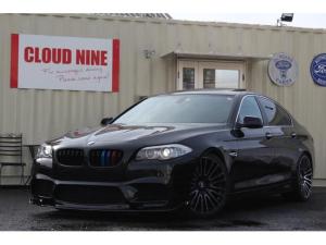 BMW 5シリーズ 528i 当社オリジナルM5仕様製作 M5仕様Fバンパー リアバンパー 四本出しマフラー ローダウン 新品20インチアルミ 新品タイヤ リアスポイラー Mカラーグリル 全新品パーツ使用
