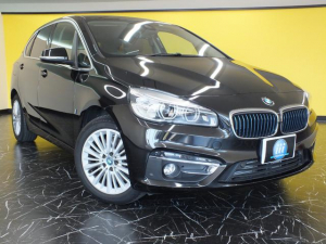 BMW 2シリーズ 225xeアイパフォーマンスAツアラーラグジュアリー アクティブセーフティ&パーキングサポートパッケージ ワンオーナー 禁煙車 LEDヘッド HDDナビ&TV ヘッドアップディスプレイ コンフォートアクセス ドライブレコーダー