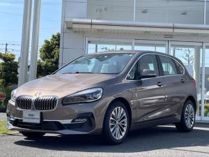BMW 2シリーズ 218dアクティブツアラー ラグジュアリー 当社試乗車UP・セーフティー・コンフォート・パーキングサポートパッケージ・電動シート・オイスターレザー・シートヒーター・アクティブクルーズコントロール・純正17インチアルミ・バックカメラ・ミラーETC