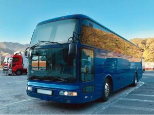 三菱ふそう エアロクイーン 47人乗りバス 中2階建 貫通トランク2本