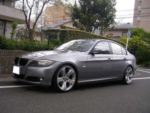 BMW 3シリーズ 320i HDDナビ ETC HID 19インチアルミ