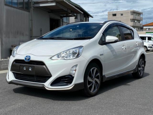 トヨタ アクア X-アーバン 1年保証・地デジ・Bluetooth・ハーフレザーシート・純正16インチアルミホイール