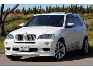 BMW X5 xDrive 48i Mスポーツパッケージ E70 正規ディーラー パノラマガラスSR 黒革シート エアシート Mスポ純正20AW Mスポステアリング ARQRAYマフラー バック/サイドモニター クルコン ミラー一体式ETC