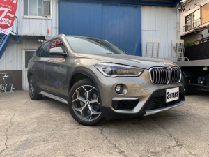 BMW X1 sDrive 18i xライン ホワイトレザーシート/純正メーカーOPナビ/コンフォートアクセス/シートヒーター/パワーバックドア/バックカメラ/LEDヘッドライト/ミラー型ETC/インテリジェントセーフティー/スマートキー×2/