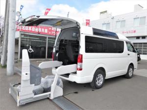 トヨタ レジアスエースバン  4WD 車イス移動車・バックカメラ・ハイルーフ・ディーゼルターボ・スイングアームリフト・車イス2基・オートステップ・10人乗り・寒冷地仕様・リアヒーター