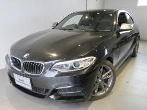 BMW 2シリーズ M235iクーペ 認定中古車 ワンオーナー 2ドアクーペ ブラックレザーシート シートヒーター パーキングサポートパッケージ リアビューカメラ リアセンサー 直列6気筒3000ccエンジン