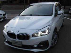 BMW 2シリーズ 218d xDriveアクティブツアラーラグジュアリ オートマティックトランクリッドオペレーション 電動フロントシートメモリー機能付 フロントシートヒーティング リヤビューカメラ予想進路表示機能付 アクティブクルーズコントロールストップゴーファンクション