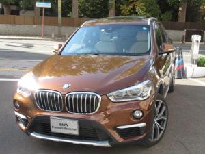 BMW X1 xDrive 20i xライン パノラマガラスサンルーフ フロントシート ヒーティング オートマティックトランクリッドオペレーション リヤビューカメラ予想進路表示機能付 パークディスタンスコントロール ルーフレールサテンアルミニウム