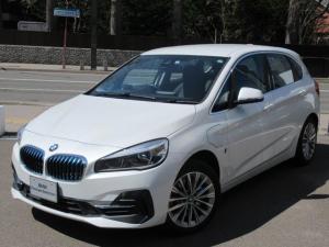 BMW 2シリーズ 225xeアイパフォーマンスAツアラーラグジュアリー 電動フロントシートメモリー機能付 オートマティックトランクリッドオペレーション フロントシートヒーティング リヤビューカメラ予想進路表示機能付 アクティブクルーズコントロールストップゴーファンクション