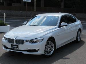 BMW 3シリーズ 320iラグジュアリー コンフォートアクセス フロントシートヒーティング リヤビューカメラ予想進路表示機能 電動フロントシートメモリー機能 パークディスタンスコントロールリア ファインウッドトリムファインラインアンソラジット
