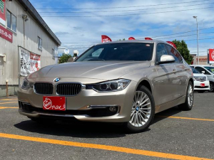 BMW 3シリーズ 320i xDrive ラグジュアリー 夏冬タイヤ付 4WD 黒革シート シートヒーター 純正ナビ バックカメラ 車検整備付き パワーシート HID ETC スマートキー プッシュスタート フォグランプ 純正アルミホイール ディーラー車