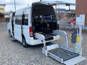 トヨタ ハイエースコミューター GL ウェルキャブ 車椅子4基 ストレッチャー固定装置 9人乗 電動ステップ