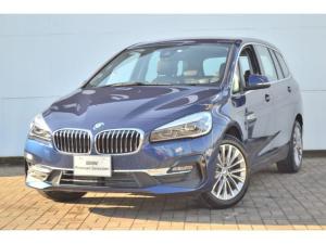 BMW 2シリーズ 218d xDriveグランツアラー ラグジュアリー 認定中古車 ワンオーナー 禁煙車 純正HDDナビ ブラックレザー シートヒーター ヘッドアップディスプレイ インテリジェントセーフティー LEDヘッドライト ACC バックカメラ 電動リアテールゲート