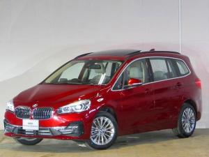 BMW 2シリーズ 218dグランツアラー ラグジュアリー 認定中古車 ワンオーナー 禁煙車 パノラマガラスサンルーフ ヘッドアップディスプレイ ACC ルーフレール LEDヘッドライト バックカメラ 障害物センサー オイスターレザー シートヒーター ETC