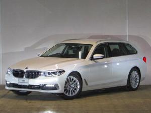 BMW 5シリーズ 523dツーリング ラグジュアリー 認定中古車 ワンオーナー 禁煙車 アンビエントライト アダプティブLEDヘッドライト ヘッドアップディスプレイ 純正HDDナビ ブラックレザー インテリジェントセーフティー F・Rシートヒーター