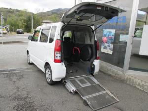 スズキ ワゴンR 車いす移動車 3人乗電動固定式車椅子 乗員用手すり付