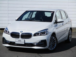 BMW 2シリーズ 218dアクティブツアラー ラグジュアリー ワンオーナー 禁煙 純正ナビ バックカメラ PDC ブラックレザーシート シートヒーター オートリアゲート アクティブクルーズコントロール ヘッドアップディスプレイ コンフォートアクセス 純正17AW