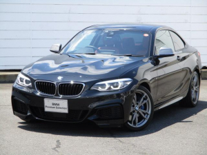 BMW 2シリーズ M240iクーペ 禁煙車 純正ナビ バックカメラ PDC インテリジェントセーフティ Bluetooth 赤レザーシートシートヒーター アクティブクルーズコントロール 純正18インチアロイホイール LEDヘッドライト