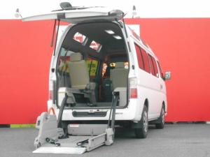 日産 キャラバンバス  チェアキャブ車椅子移動車車椅子2基固定